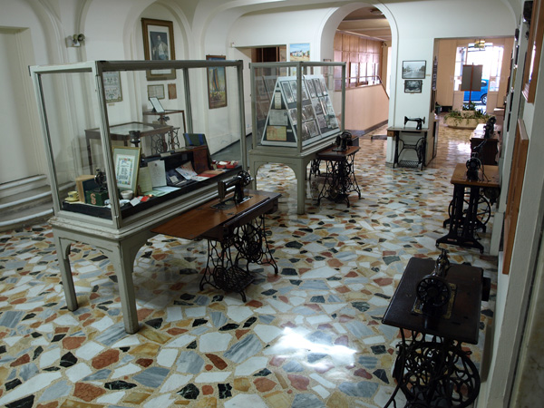 Sewing Machines >> Merritt 8734