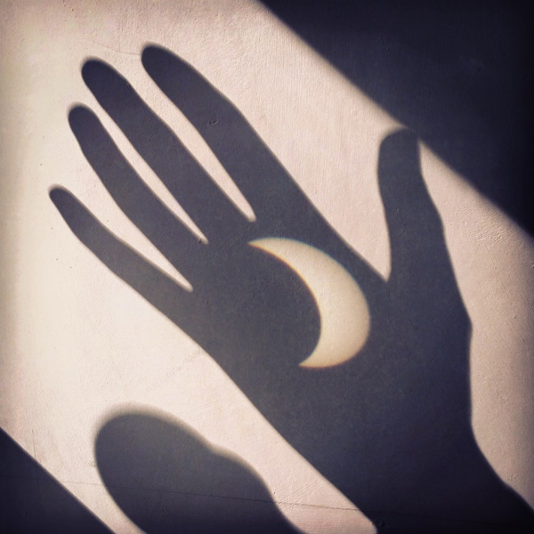 Eclipse 20th March 2015 hand projection. © FL